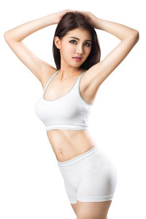 ropa deportiva: Joven mujer deportivo asiático Primer plano, aislado en blanco Foto de archivo