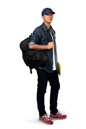 MOCHILA: Relajante joven de pie asiático muchacho adolescente, aislado más de blanco