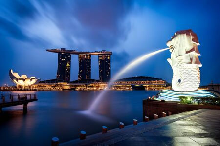 merlion: Merlion fountain and marina bay in the morning, Singapore