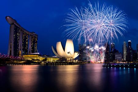 fuegos artificiales: Fuego artificial en 50SG festival, la bahía de Marina Singapur