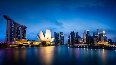 夕暮れ時にマリーナ ベイ ・ シンガポール 報道画像