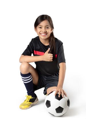 アジア人の少女持株サッカー ボール、白で分離されました。