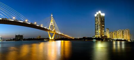 Bhumibol puente por la noche, Bangkok Tailandia