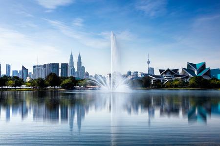 Kuala lumpur malaysia skyline at titiwangsa park 스톡 콘텐츠