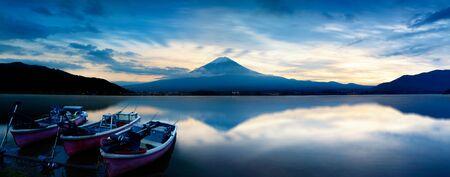 kawaguchi: Kawaguchiko lake at sunset, Japan Stock Photo