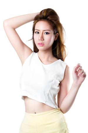 Gros plan adolescent fille asiatique, isolé sur blanc