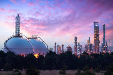Réservoir de Sphère de gaz de stockage et Chamical liquide, le concept de l'industrie pétrochimique Banque d'images - 59195957