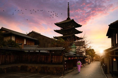 Yasaka Pagoda and Sannen Zaka Street in the Morning, Kyoto, Japan, Yasaka Pagoda in the morning, Kyoto Japan 版權商用圖片 - 64937280