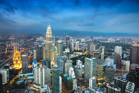 Kuala Lumpur városra alkonyatkor, Kuala Lumpur főváros Malajzia, Üzleti negyed területén Kuala Lumpur, Malajzia