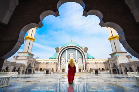 Maleisië Moskee met moslims bidden in Maleisië, Maleisische moslim met religie moskee-concept