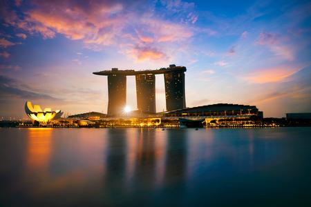싱가포르 도시의 스카이 라인, 마리나 베이, 싱가포르의 아름다운 일출 스톡 콘텐츠