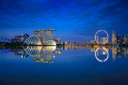 Singapore city skyline at night Foto de archivo