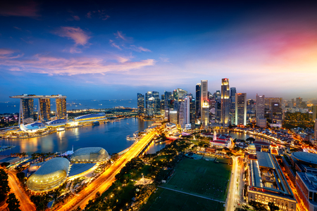 싱가포르의 도시 스카이 라인, 싱가포르의 비즈니스 지구, 싱가포르 스톡 콘텐츠 - 81941302
