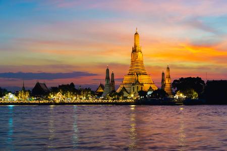 Wat Arun temple at sunset, Bangkok Thailand Stok Fotoğraf