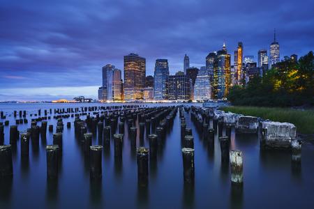 Manhattan Skyline from Brooklyn Bridge Park, NYC USA Фото со стока