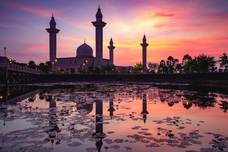 The tengku ampuan jemaah mosque or bukit jelutong mosque during beautiful sunrise, Kuala Lumpur Malaysia Фото со стока - 114054699