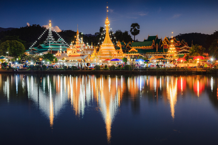 Wat Jongklang - Wat Jongkham the most favourite place for tourist in Mae hong son, Thailand Фото со стока - 115587565