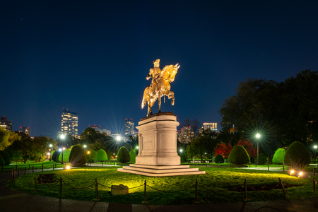 George Washington monument at Public garden in Boston Massachusetts USA Фото со стока - 115572797