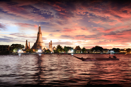 Wat Arun temple at sunset, Bangkok Thailand Stok Fotoğraf