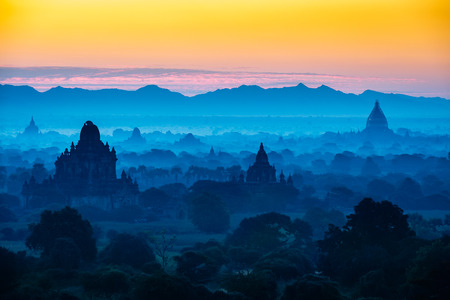 Scenic sunrise above bagan in Myanmar Bagan is an ancient city with thousands of historic buddhist 写真素材
