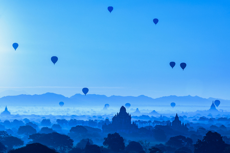 Beautiful sunrise and hot air balloons over ancient pagoda in Bagan is old kingdom in past, Myanmar Standard-Bild