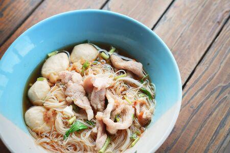 Spicy rice noodles with pork Standard-Bild