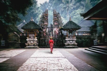 Pura Tirta Empul temple, Bali Indonesia Standard-Bild - 131816538