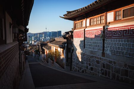 Traditional Korean style architecture. Bukchon Hanok Village, Seoul South Korea Standard-Bild