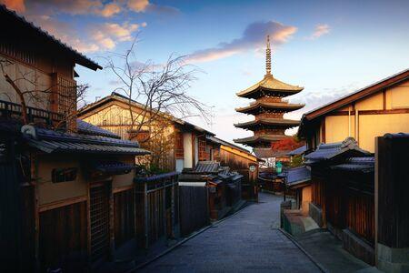 Yasaka Pagoda and Sannen Zaka Street in the Morning, Kyoto, Japan Standard-Bild - 134029526