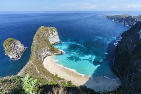 Aerial view of Kelingking beach (Manta bay) is one of the most famous and beautiful spot in Nusa Penida, island near Bali. Indonesia. Standard-Bild - 135297385