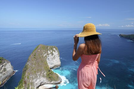 Aerial view of Kelingking beach (Manta bay) is one of the most famous and beautiful spot in Nusa Penida, island near Bali. Standard-Bild