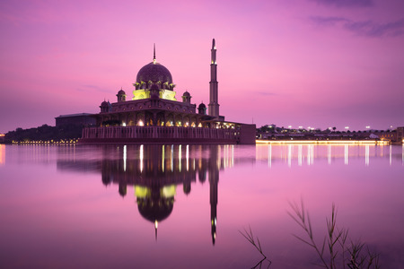 Putra mosque during sunrise with reflection, Malaysia Standard-Bild - 135347671