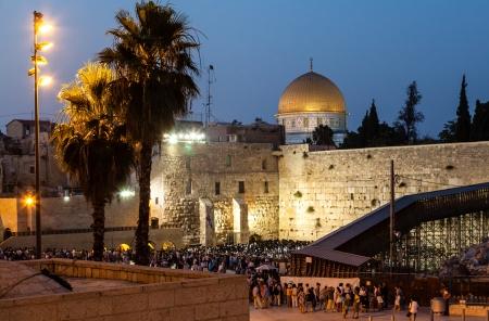 El muro de las lamentaciones en Jerusalén en la noche sábado Foto de archivo