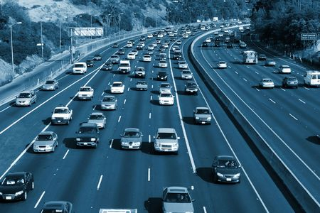 autopista: Autopistas de la ciudad, la imagen de vista de �ngulo alto, �til para la vida urbana, el tr�fico, la contaminaci�n o estr�s relacionadas con temas