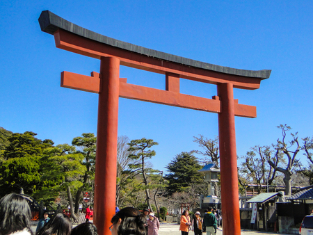 2011 March 04. Kamakura Japan. A red Torii (gate) at Tsuruoka Hachimangu with tourist on sunny day in Kamakura. 에디토리얼