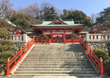 staircase way to Ashikagaorihime Shrine on sunny day. Redactioneel