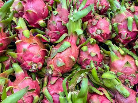 fresh dragon fruit stack sale at market place. Stockfoto