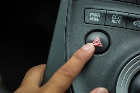 Spingere la pulsantiera di emergenza sulla macchina. Archivio Fotografico - 85262085