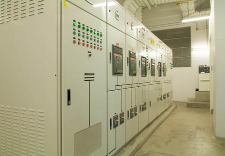 Appareillage électrique - panneau de commutateur électrique industriel Banque d'images - 39259519