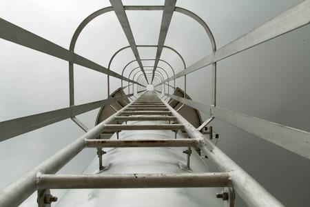 Vaste ladder naar de top van het gebouw.