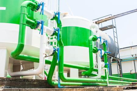 filtration: Nataci�n sistema de filtraci�n de la piscina en el s�tano Foto de archivo