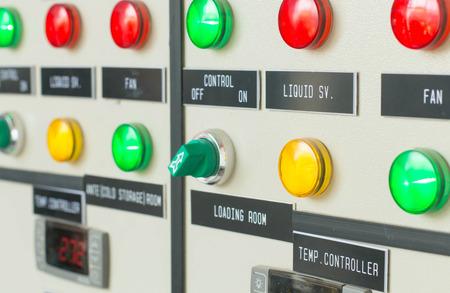 Elektrische apparaten - Industriële elektrische schakelpaneel Stockfoto