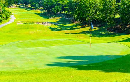 Sendero en el camino del parque de golf