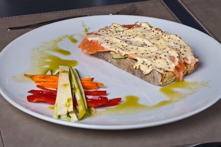 petoncle: Scallop cream and salmon toast with vegetables