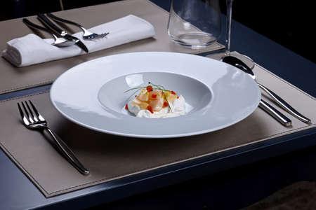 cebollin: Crema de ensalada de vieiras con cebollino Foto de archivo