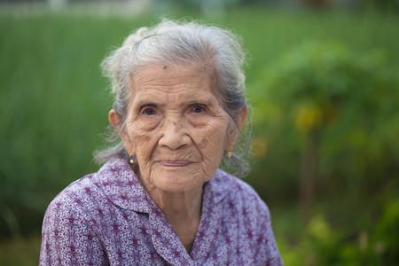 Portrait de vieille femme asiatique Banque d'images - 68390674