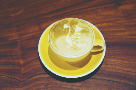 Hot coffee is placed in the same table in the morning of every day. Coffee at coffee neck all have to eat regularly.