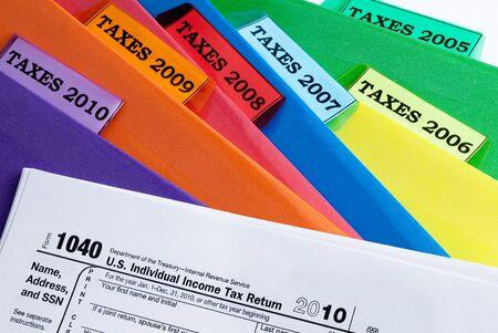 impuestos: Carpetas coloridas de impuestos sobre la renta de los a�os 2010-2005