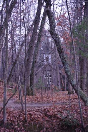 Beetje Church In The Woods - Fall van beste beeld Stockfoto