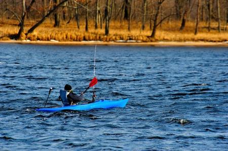 Winter Kajakken op de rivier de Wisconsin Stockfoto
